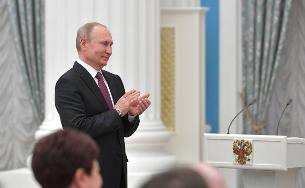 """""""Стиляга"""" Путін показав, як стати посміховиськом, в мережі оцінили: """"Вирядили безглузде опудало"""""""