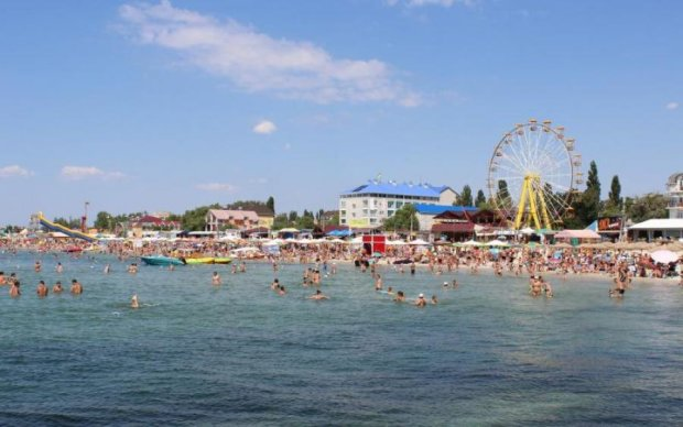 Гірше за акул: українські курорти облюбували гігантські тварюки зі щупальцями