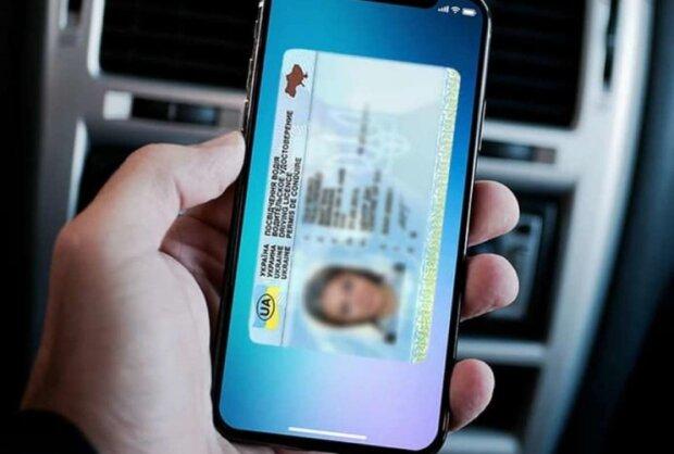 Водительское удостоверение в смартфоне, фото: shotam.info
