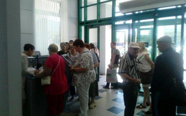 Зарплата в конвертах: українцям оголосили наслідки