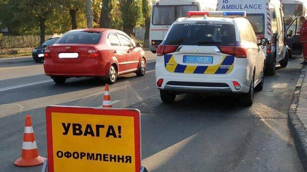 Цинічність найвищого рівня: у Києві молодик збив дівчину та поїхав таксувати