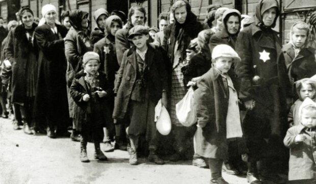 Євреї в таборі смерті Аушвіц, BBC