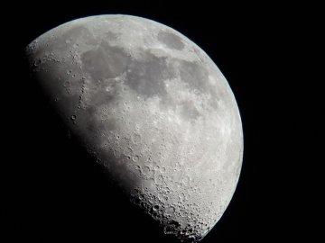 Китайський зонд надіслав перші фото зворотної сторони Місяця