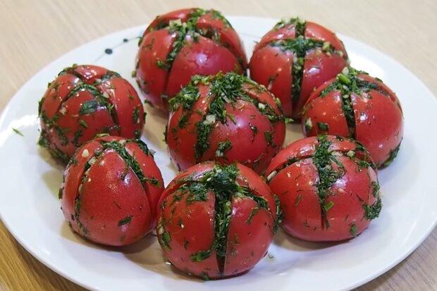 Малосольні помідори, скріншот: YouTube