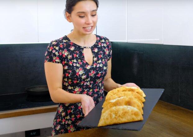 Сочные чебуреки на кефире – быстрый ужин для голодной семьи