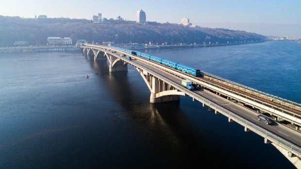 Водителям приготовиться: главный киевский мост закрывают на ремонт