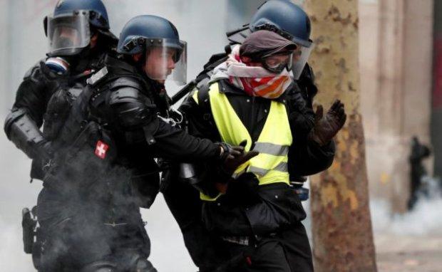 """Поліція затримала 29 учасників """"жовтих жилетів"""": атака продовжується, але стає тільки гірше"""