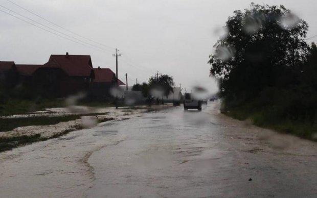 Катастрофу на Закарпатье показали с высоты птичьего полета: видео