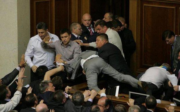 Встречают по одежке: депутаты не хотят, чтобы нищеброды попадали в Раду