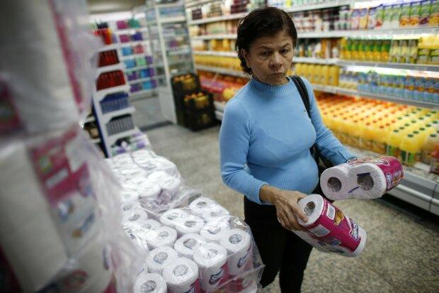 """Одесситов заставляют делать """"это"""" с туалетной бумагой: страшно садиться на унитаз"""