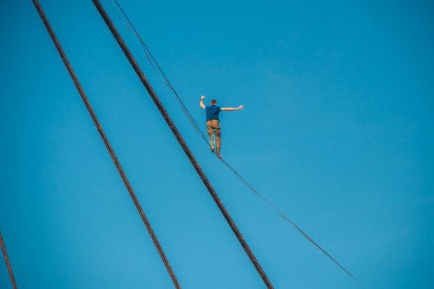 Руферы покорили вершину Киева: видео захватывает дух