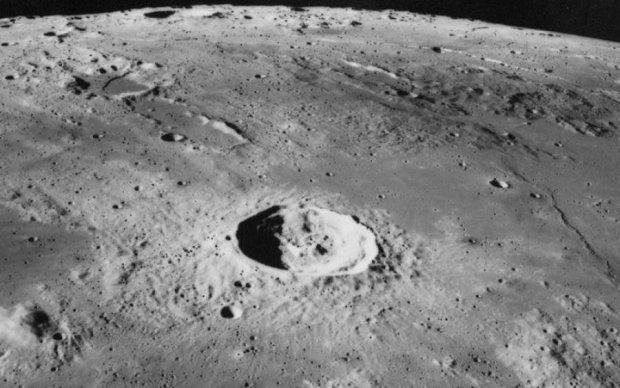 Місяць виявився базою НЛО: відео