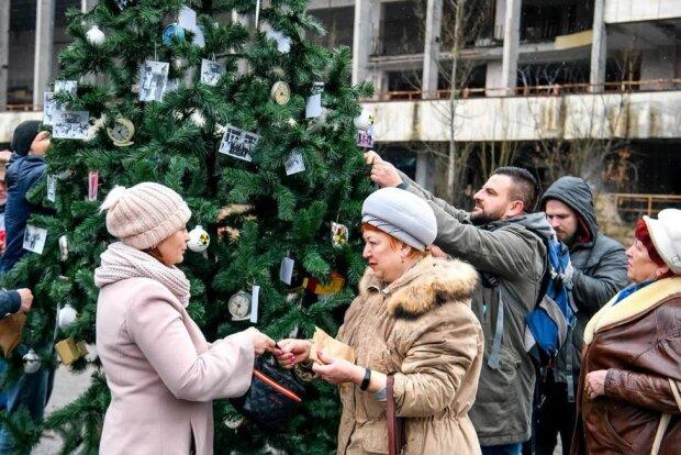 Главное за день 26 декабря: во Львове Майдан, Зеленский пакует чемоданы, а елку установили в Чернобыльской зоне