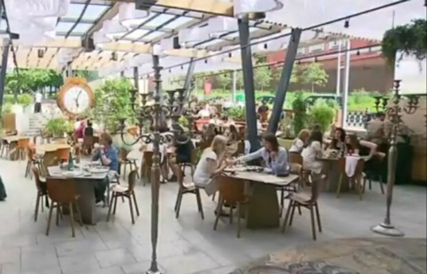 """Во Львове популярный ресторан оскорбил женщину и опозорился на всю Украину:  """"Ты кобыла и***ая"""""""