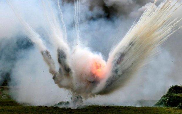 Відкинуло вибуховою хвилею: пакет вибухнув прямо в руках українки