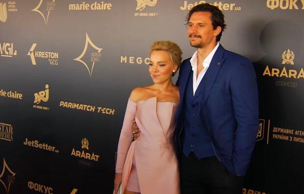 Тарас Цимбалюк з нареченою Тіною, скріншот із відео
