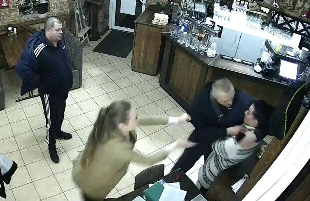 """Друг Киви повторив витівку нардепа, погрожував вбити офіціантку: """"Я тобі голову нах*й відріжу!"""""""