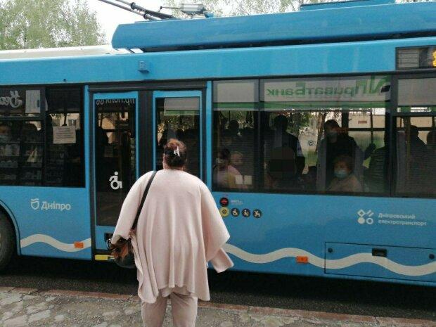 В Днепре маршрутчики взвинтили цены на проезд, начхав на пассажиров и Филатова