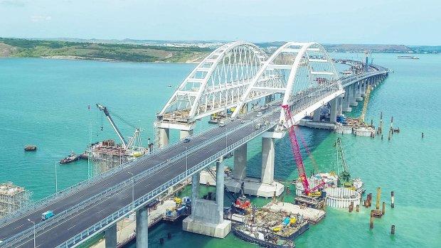 Последние дни Крымского моста показали в сети