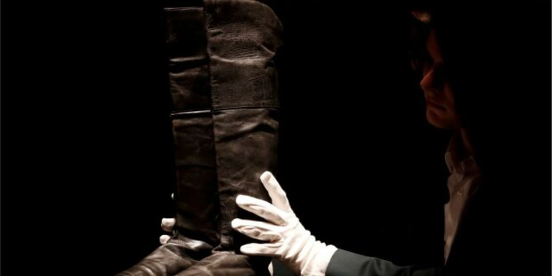 Чоботи Наполеона пішли з молотка за кругленьку суму, в очах двоїться від цифр: скільки виклав шанувальник імперії