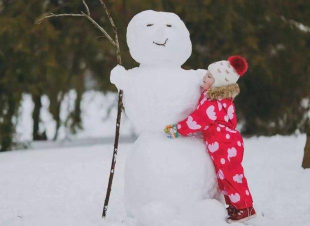 Комаровський розповів, як одягати дітей для зимових прогулянок: вся справа в шарах