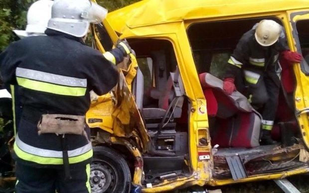 Иномарка протаранила киевскую маршрутку: много пострадавших