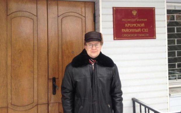 """Стаття за розсудливість: в Росії намагаються """"добити"""" вчителя за вірші про Україну"""