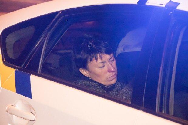 П'яна киянка на Lanos знесла авто і в'їхала до церкви замолювати гріхи: фото