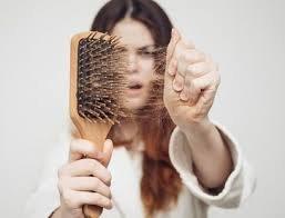 Прості рецепти від випадіння волосся: кілька інгредієнтів - і взимку копиця нікуди не дінеться