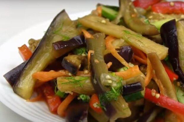 Баклажани з солодким перцем по-корейськи. Скрін, відео YouTube