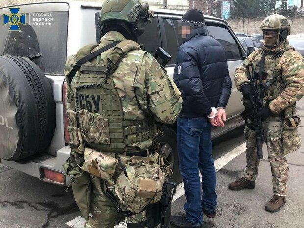 """Катували і погрожували — терористи """"ЛНР"""" спробували завербувати українського копа"""