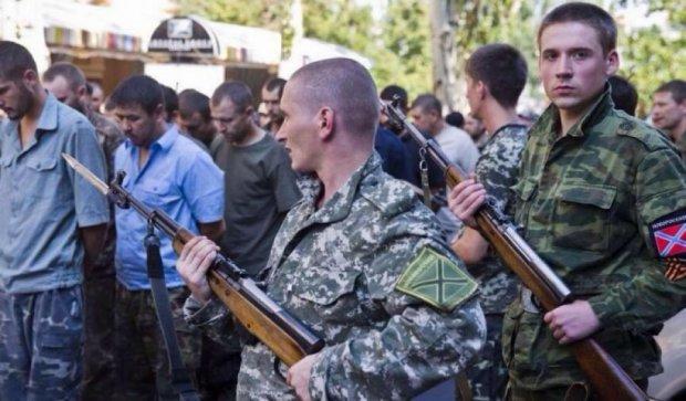 Полонених українських офіцерів вивозять до Росії для допитів