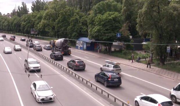 Дорожное движение, скриншот с видео