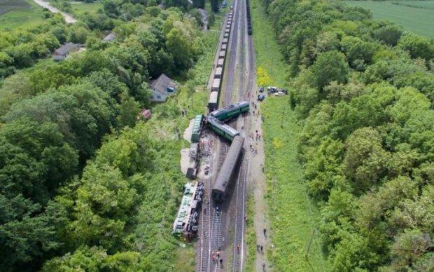 Наслідки залізничної катастрофи на Хмельниччині показали з висоти пташиного польоту