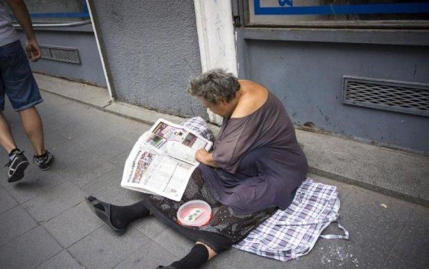 """Цинізм без кордонів: чергова """"бабуся""""-жебрачка виявилася молодою білявкою"""