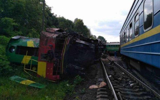 Український потяг злетів з рейок: пасажирам доведеться зачекати