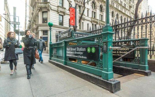 Різке гальмування: в метро Нью-Йорка постраждали десятки людей