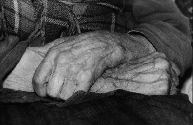 Помыв руки отца, юноша понял смысл жизни: этого не напишут ни в одной книге