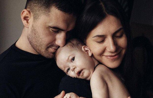 Марія Сахно з батьками: Instagram help_mariia