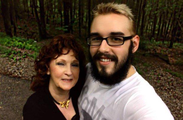 Для 71-летней женщины похороны сына закончились собственной свадьбой. На церемонии она встретила 17-летнего парня, которому запала в душу
