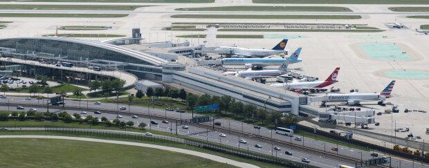 """У найбільшому аеропорту світу стався безглуздий конфуз: відмовив """"газ"""" і понеслося, відео"""