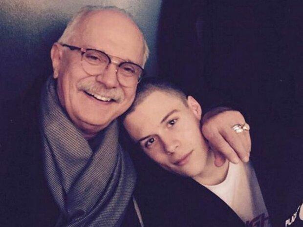Михалков з внуком, фото: fakty.ua