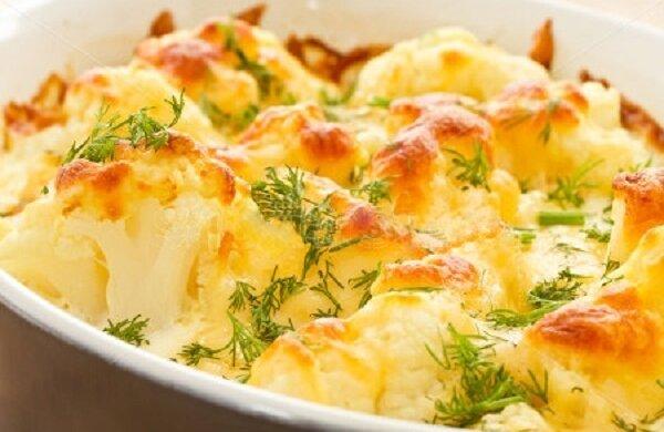Ніжний смак підкорить кожного: рецепт запеченої цвітної капусти з соусом Бешамель