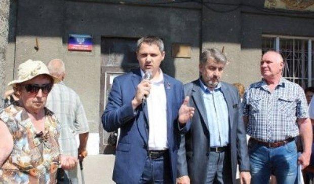 Представникам окупаційної влади у Вуглегірську прокололи колеса