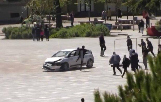 Автомобиль / скриншот из видео