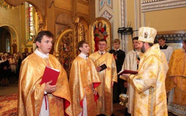Проукраинского священника избили прямо в зале суда