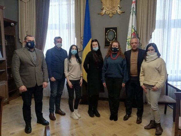 """Мер Клічук взявся за вусатих і хвостатих чернівчан: """"Перший крок зроблено"""""""
