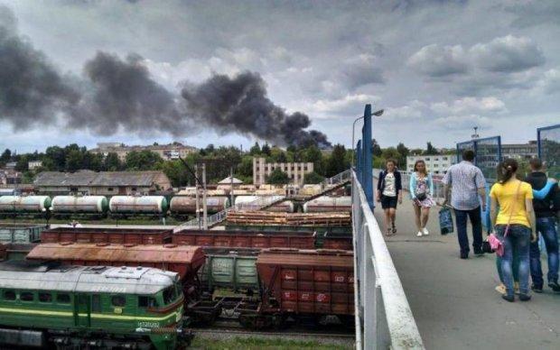 Вспыхнувший вагон чуть не уничтожил целую станцию: видео