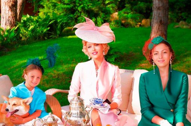 Оля Полякова з дочками / фото: instagram.com/polyakovamusic