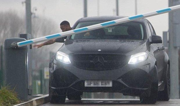 Як зірки Манчестер Сіті боролися з паркувальним шлагбаумом